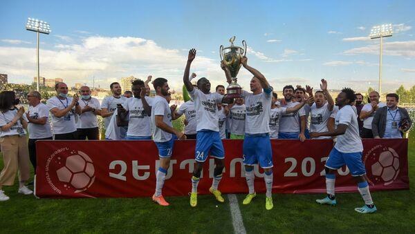 Футбольная команда Арарат-Армения,  обладатель Кубка Армении по футболу (14 июля 2020). Еревaн - Sputnik Արմենիա