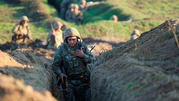 Армянские солдаты на позициях на линии фронта в Тавушской области (14 июля 2020). Армения - Sputnik Армения