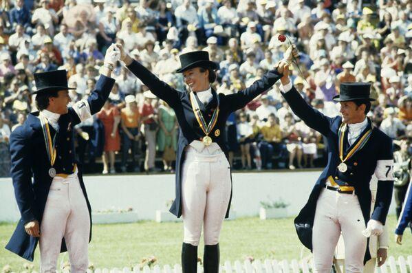 Призеры соревнований по выездке на Большой приз в личном первенстве: Юрий Ковшов (слева) - серебро, Виктор Угрюмов (справа) - бронза - Sputnik Армения