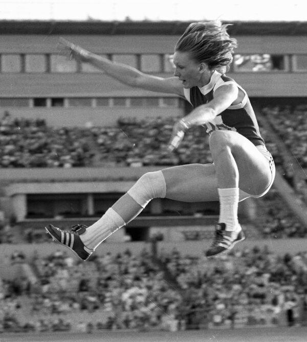 Олимпийская чемпионка в прыжках в длину среди женщин Татьяна Колпакова - Sputnik Армения