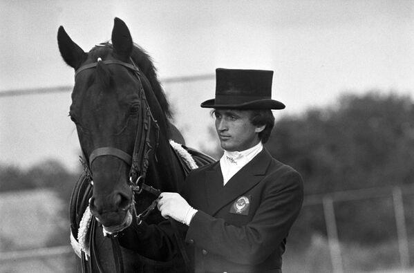 Юрий Ковшов, олимпийский чемпион (конный спорт), победитель Кубка СССР 1983 по выездке - Sputnik Армения