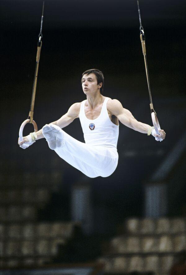 Абсолютный чемпион СССР 1979 года по спортивной гимнастике, олимпийский чемпион 1980 года в командном первенстве Эдуард Азарян - Sputnik Армения