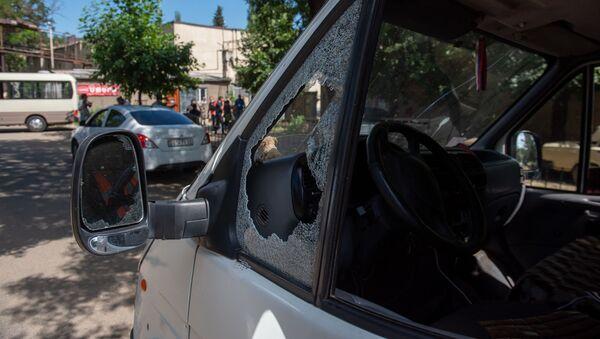 Обстрелянный гражданский автомобиль в селе Айгепар, Тавуш - Sputnik Արմենիա
