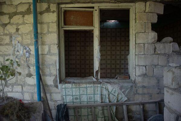 Հակառակորդի կրակոցներից վնասված տուն Տավուշի Այգեպար գյուղում - Sputnik Արմենիա