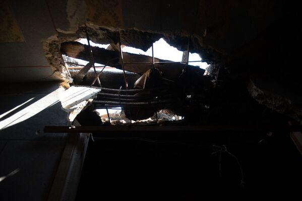 Հակառակորդի կրակոցներից վնասված տան տանիք Տավուշի Այգեպար գյուղում - Sputnik Արմենիա