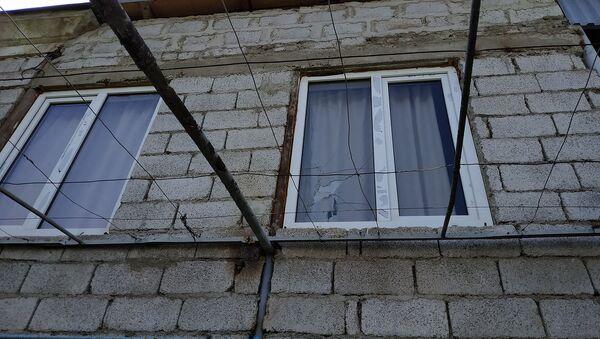 Пострадавший от обстрелов жилой дом в селе Неркин Кармирахпюр, Тавуш - Sputnik Армения