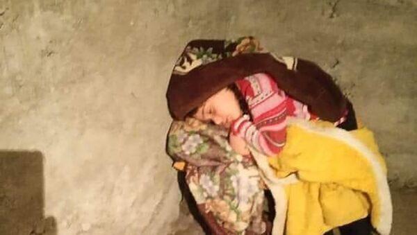 Ребенок спит в укрытии - Sputnik Армения