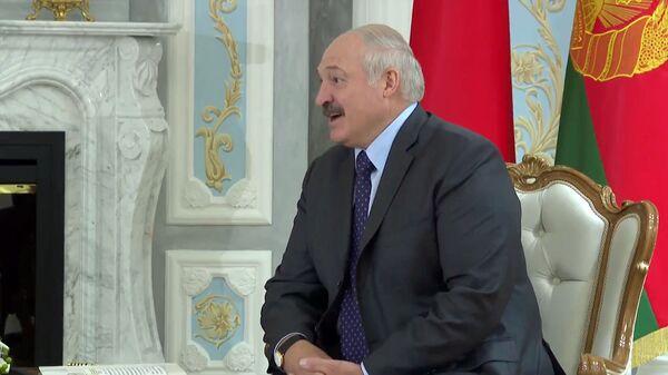 Президент Беларуси Александр Лукашенко во время встречи с премьер-министром Армении (17 июля 2020). Минск - Sputnik Армения