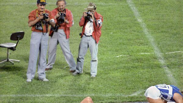 Спортивные фотокорреспонденты работают на легкоатлетических соревнованиях на Центральном стадионе имени В.И. Ленина. XXII летние Олимпийские игры в Москве. - Sputnik Армения
