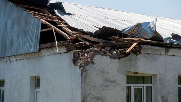 Разрушенная крыша детского сада после обстрела в селе Айгепар (18 июля 2020). Тавуш - Sputnik Армения