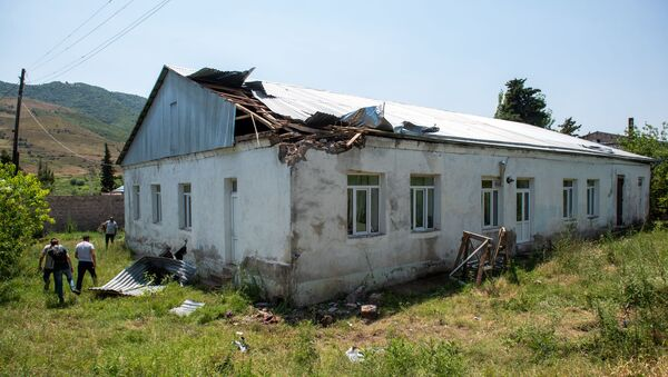Здание детского сада с разрушенной крышей после обстрела в селе Айгепар (18 июля 2020). Тавуш - Sputnik Արմենիա