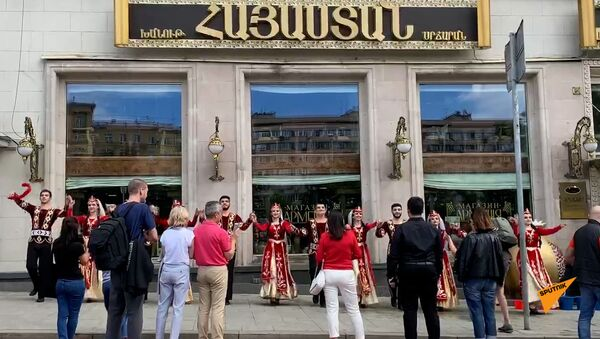 Флешмоб у магазина Армения в Москве - Sputnik Արմենիա