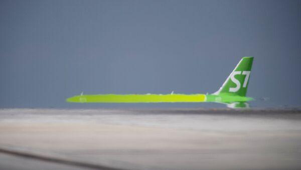 Пассажирский авиалайнер Boeing 737-53C авиакомпании S7 Airlines в аэропорту Симферополя - Sputnik Армения