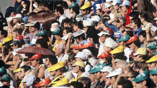 Болельщики спортивного состязания на одном из стадионов. XXII летние Олимпийские игры. - Sputnik Армения