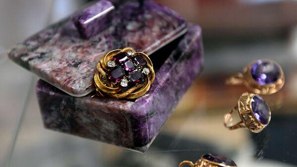 Топ-лоты из коллекции драгоценностей Л. Зыкиной, выставленные на аукцион - Sputnik Армения