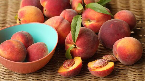 Персики на столе - Sputnik Армения