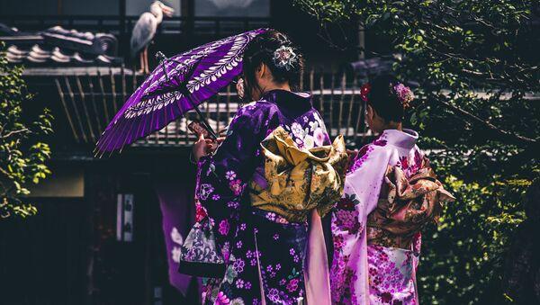 Девушки в кимоно в японской префектуре Киото - Sputnik Армения