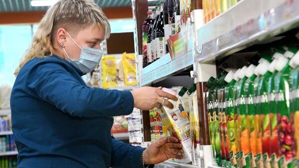 Сотрудница супермаркета. - Sputnik Армения