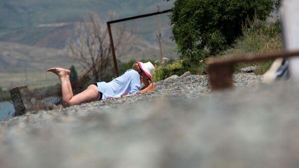 Отдыхающие на озере Севан - Sputnik Армения
