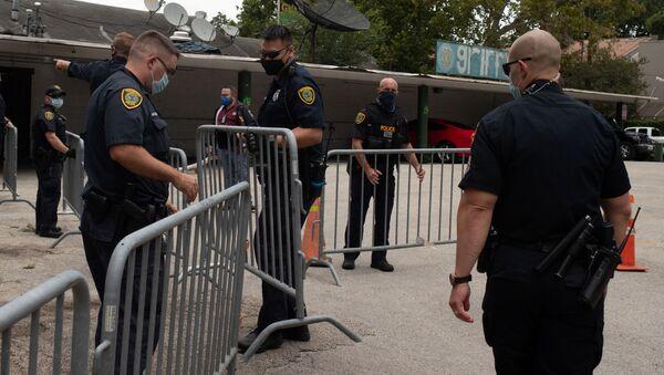 Полиция возле посольства в Хьюстоне - Sputnik Армения