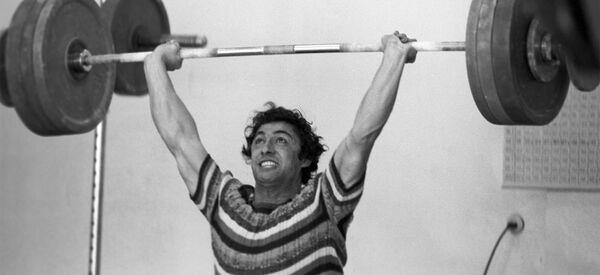 Четырехкратный чемпион Европы, двукратный чемпион мира по тяжелой атлетике, член олимпийской сборной СССР Юрик Варданян - Sputnik Արմենիա
