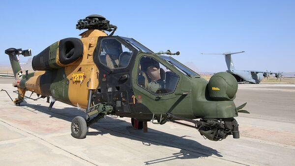 Турецкий многоцелевой ударный вертолет на базе платформы Agusta A129 Mangusta, прибывший на учения в Азербайджан. Стоп-кадр с видео, предоставленного Минобороны Азербайджана (27 июля 2020). - Sputnik Армения