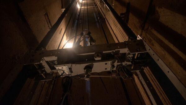 Монтаж новых лифтов в административном районе Нор-Норк (29 июля 2020). Еревaн - Sputnik Армения