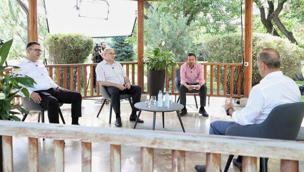 Роберт Кочарян во время интервью телеканалам 5-ый канал, Второй телеканал Армении и Еркир Медиа (29 июля 2020). - Sputnik Армения
