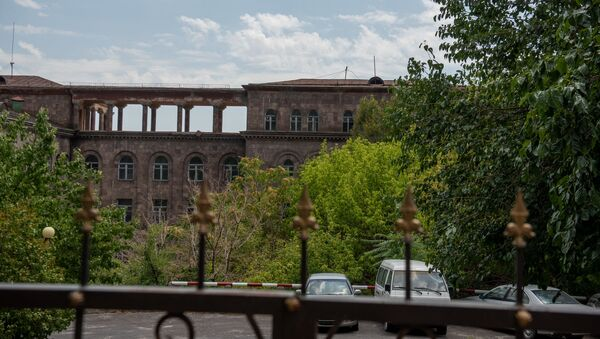 Комплекс зданий и территории (бывший госпиталь 7-й гвардейской армии) по адресу улица Орбели 23 (30 июля 2020). Еревaн - Sputnik Արմենիա