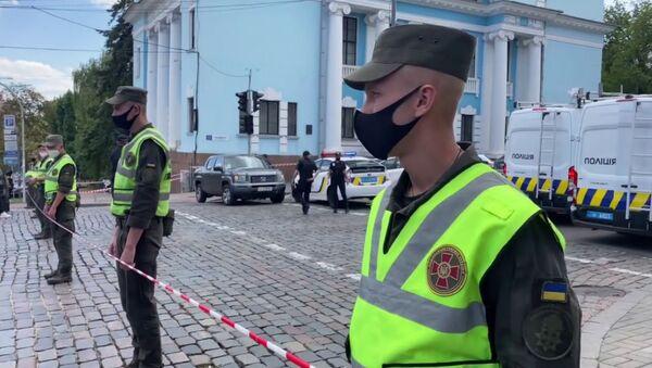 В Киеве мужчина захватил в заложники клиентов банка в бизнес-центре - Sputnik Արմենիա