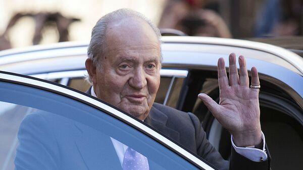 Бывший король Испании Хуан Карлос I прощается после посещения традиционной пасхальной воскресной мессы (1 апреля 2018). Пальма-де-Майорка - Sputnik Армения