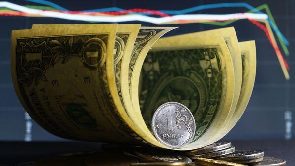 Денежные купюры США и монеты номиналом один и десять рублей. - Sputnik Армения