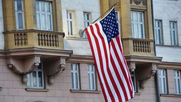 Флаг США на здании посольства в Москве. - Sputnik Армения