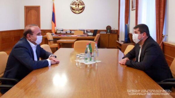 Президент Карабаха Араик Арутюнян принял бывшего премьер-министра Овика Абраамяна (6 августа 2020). Степанакерт - Sputnik Արմենիա