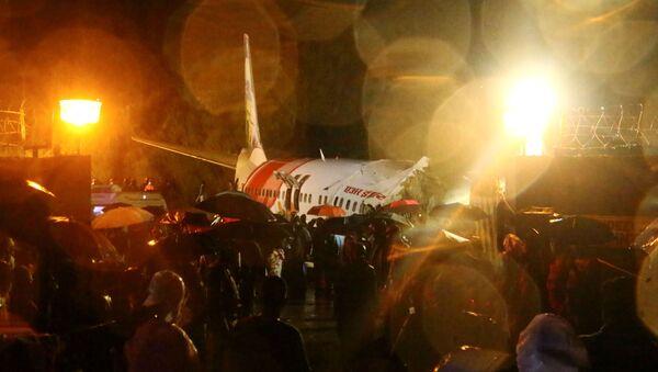 На месте крушения пассажирского самолета Boeing 737 Air India Express в индийском городе Кежикоде, штат Керала, Индия - Sputnik Армения