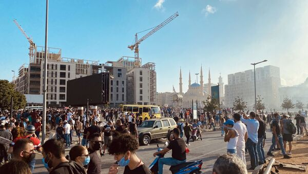 Участники столкновений между демонстрантами и силовиками в Бейруте - Sputnik Армения
