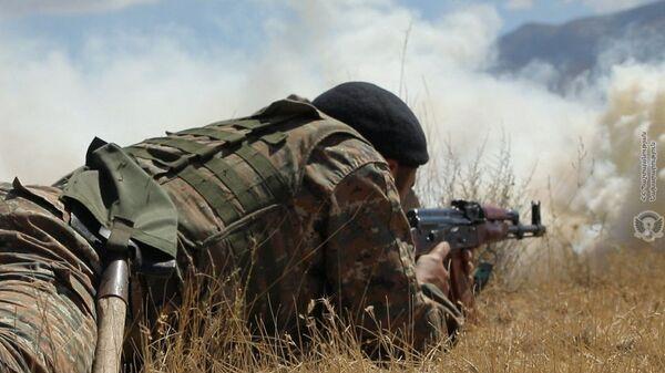 Военнослужащий армянской армии во время военных учений - Sputnik Армения