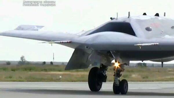 Новейший ударный беспилотник Охотник совершил первый совместный полет с Су-57 - Sputnik Армения