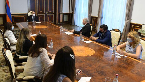 Президент Армен Саркисян принял членов общественной организации Центр координации проблем сирийских армян (12 августа 2020). Еревaн - Sputnik Արմենիա