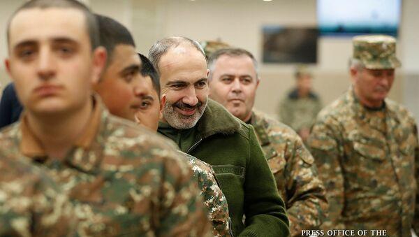 Премьер-министр Никол Пашинян принял участие в открытии новой столовой в одной из воинских частей (7 марта 2020). Армения - Sputnik Армения