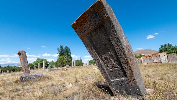 Кладбище села Толорс, Сюник - Sputnik Армения