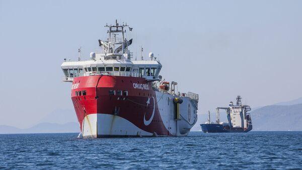 Турецкое судно Oruc Reis у побережья Анталии в Средиземном море (24 июля 2020).  - Sputnik Армения