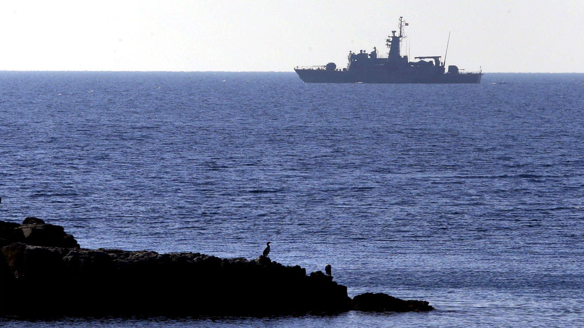 Военный корабль ВМС Греции у восточного греческого острова Агафониси и близлежащих турецких берегов в Эгейском море (28 февраля 2016). - Sputnik Армения, 1920, 28.09.2021
