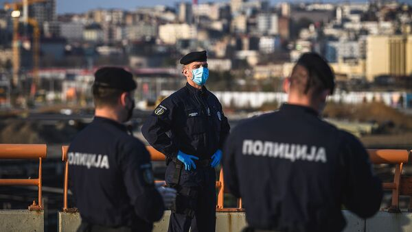 Полицейские патрулируют шоссе E75 через Белград (10 апреля 2020). Сербия - Sputnik Արմենիա