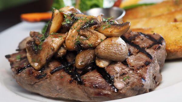 Говяжий стейк с грибами - Sputnik Արմենիա