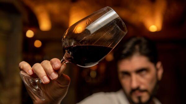 Специалист по алкоголю Влад Хачатрян - Sputnik Армения