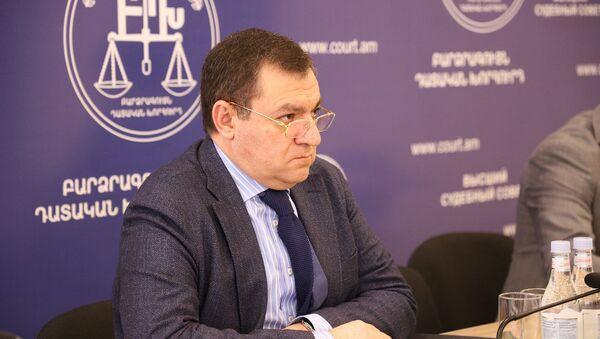 Председатель Высшего судебного совета Рубен Вардазарян на встрече с Чрезвычайным и Полномочным послом Ирана (5 мая 2020). Еревaн - Sputnik Армения