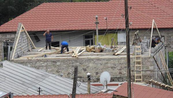 Восстановительные работы пострадавших от обстрелов азербайджанской армии домов в селе Айгепар, Тавуш  - Sputnik Արմենիա