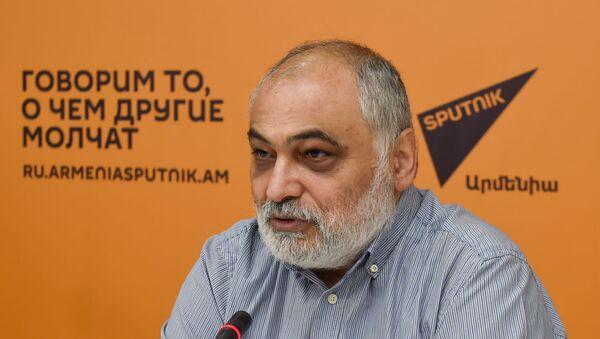 Пресс-конференция Рубена Сафрастяна в мультимедийном пресс-центре Sputnik Армения (21 августа 2020). Еревaн - Sputnik Արմենիա