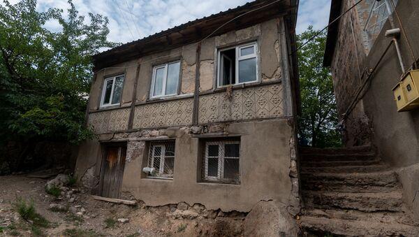 Фасад дома Акопджанянов в деревне Хаштарак (21 августа 2020). Тавуш - Sputnik Армения